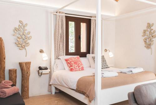 Junior Suite Premium Triple with terrace Hotel Finca Ca N'ai - Adults Only 3