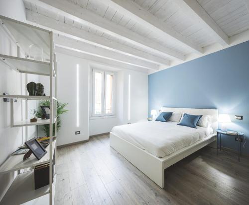 Blue Lake Apartments - Como