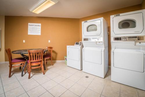 Holiday Inn Express Hotel & Suites Gunnison - Gunnison, CO CO 81230