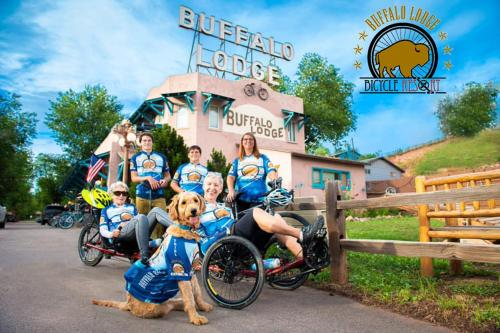 . Buffalo Lodge Bicycle Resort - Amazing access to local trails & the Garden