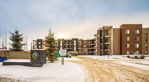 Luxury Centrally Located 2BD Condo in Upscale Area - Edmonton, AB T6W 2A2