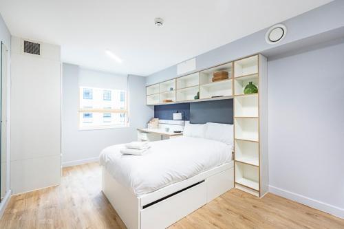 . Brand New Modern Rooms, Studios & Apartments - SK