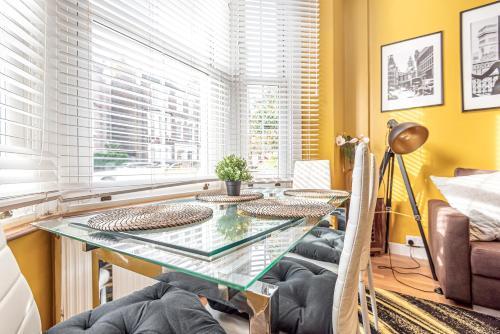 1 Bedroom Apartment In Maida Vale