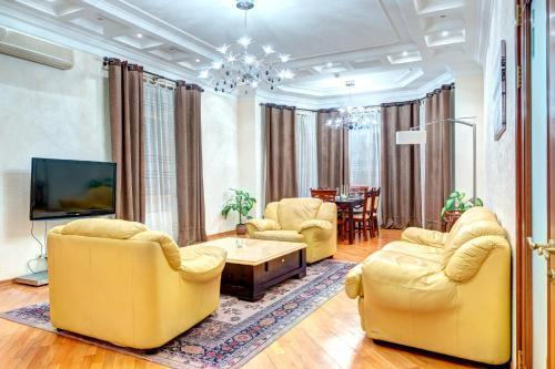 . LUX Apartments on Shelkovichnaya Street 23
