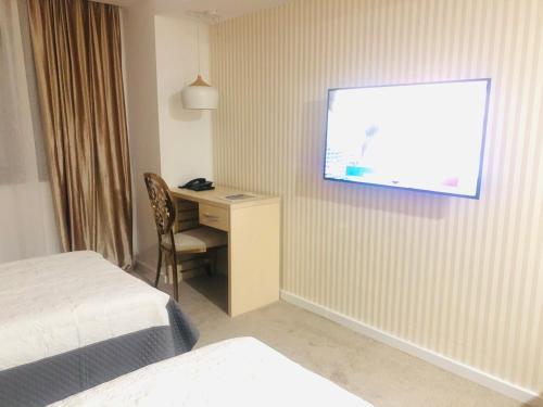 . Hotel Plaza