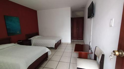 HOTEL PUERTA DEL SOL, Santo Domingo de los Colorados