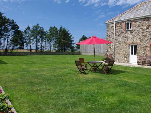 Cozy Holiday Home In Cornwall With Large Garden, St Mawgan, Cornwall