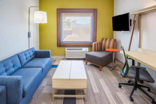 1 King 1 Bedroom Suite Sofa Bed