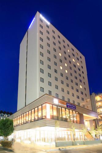 里士满横滨站前酒店