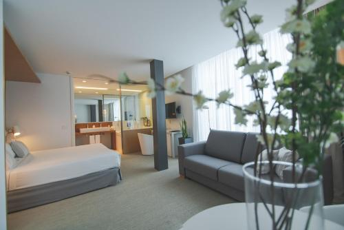 Suite with Hot Tub Alenti Sitges Hotel & Restaurant 2