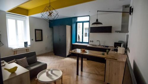 Appartement hypercentre 6 personnes climatisé - Location saisonnière - Nîmes