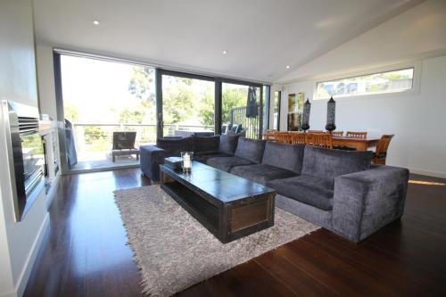 . Lorne Holiday House