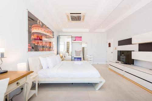 Extra Large 2 Bedrooms Apartment In Patong City Extra Large 2 Bedrooms Apartment In Patong City