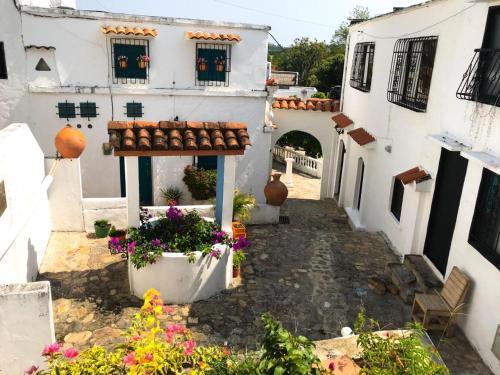 . Cabaña Aldea Doradal cerca hacienda Napoles