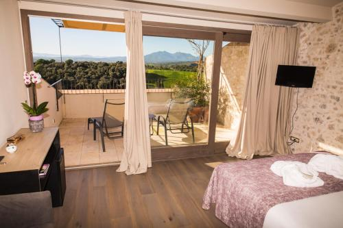Superior Double or Twin Room with Terrace Hotel Mas Bosch 1526 6