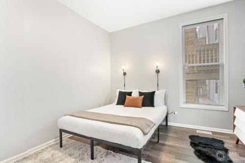 Walk Around the Trendy Logan Sq from a Stylish 2BR KL1 Main image 2