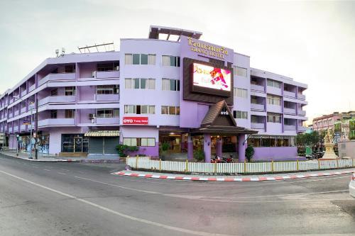. OYO 565 Trang Hotel