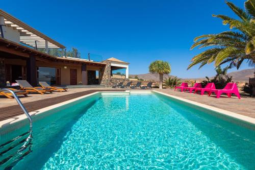 . Oasis Villa with swimming pool in 4000m2 garden