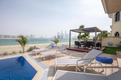Gorgeous Beachfront Villa 5BDR Private Pool