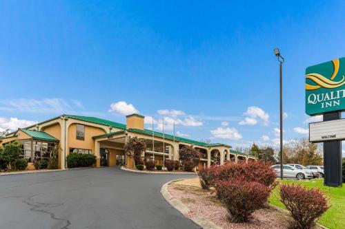 . Quality Inn Russellville