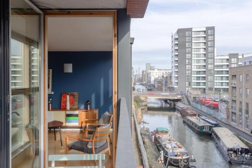 Picture of Spacious 2 Bedroom Canal Side Apartment With Balcony