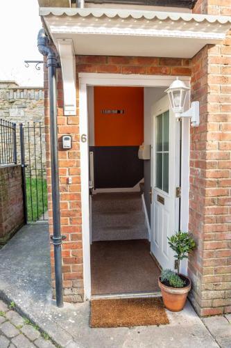 Glastonbury Town Apartment