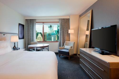 Westin New York at Times Square Номер Делюкс с кроватью размера «king-size»