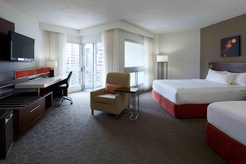 Delta Hotels By Marriott Montreal - Photo 3 of 43