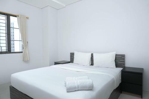 Best Location @ 3BR Puri Garden Apartment By Travelio
