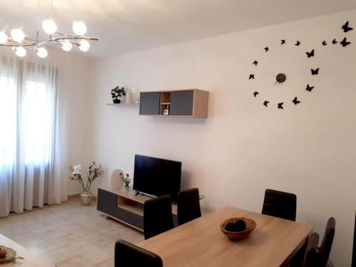 . Apartment with 3 bedrooms in Cardona with wonderful city view enclosed garden and WiFi