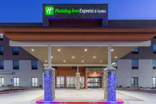 . Holiday Inn Express & Suites Kearney