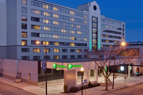 Holiday Inn Bridgeport-Trumbull-Fairfield, an IHG hotel - Hotel - Bridgeport