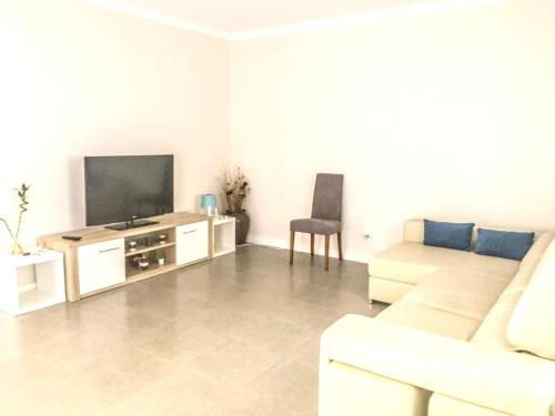 House with 4 bedrooms in Atalaia with shared pool enclosed garden and WiFi 3 km from the beach