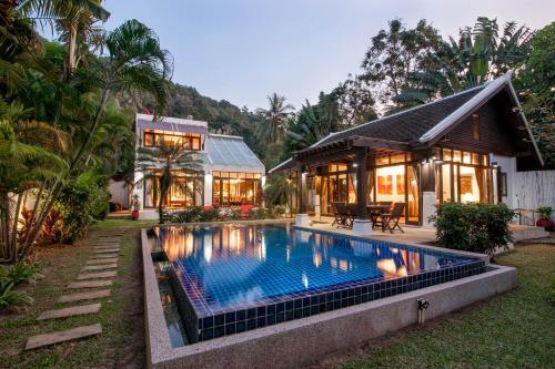Luxury BeachFront Villa Emerald Luxury BeachFront Villa Emerald