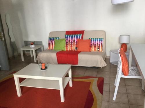 Grand studio centre ville - Location saisonnière - Nîmes