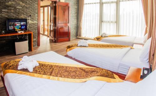 . Lisha Grand Hotel