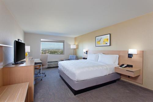 Holiday Inn Los Angeles - LAX Airport, an IHG Hotel - image 3