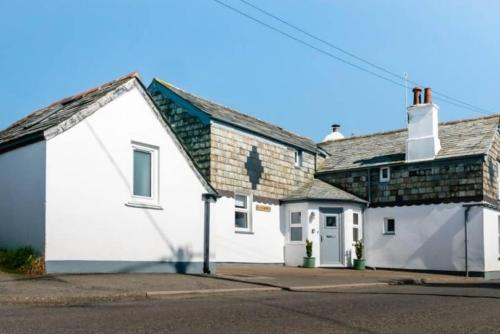 Sandown 4 Bedroom House St Teath, Lanteglos, Cornwall
