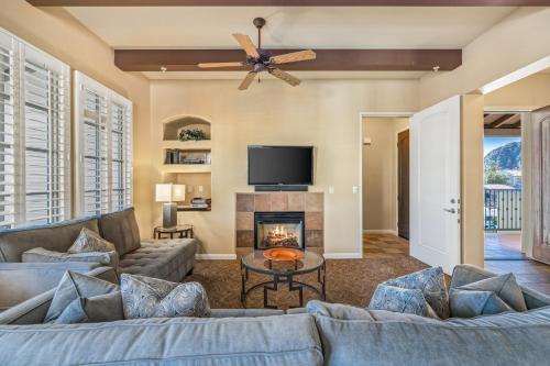 . (C48) Lux Villa Near Clubhouse W/ Mtn Views Condo