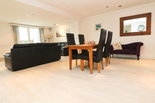 Luxury By The Beach, Spacious Apartment, Harlyn Bay, Cornwall