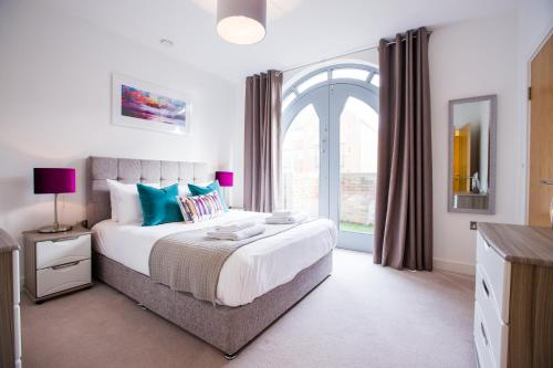 . Urban Living's ~ King Edward Luxury Apartments in the heart of Windsor