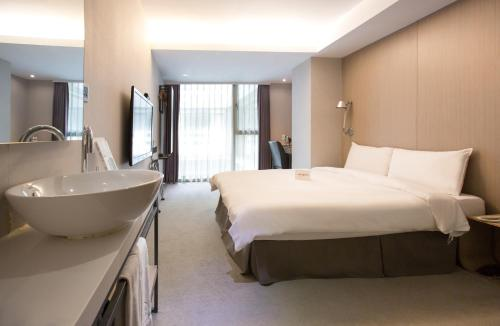 Staycation - Standard Double Room (inclusive of breakfast and dinner for 2)