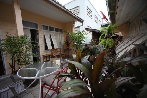 Baan Vaneeda antique garden house Baan Vaneeda antique garden house