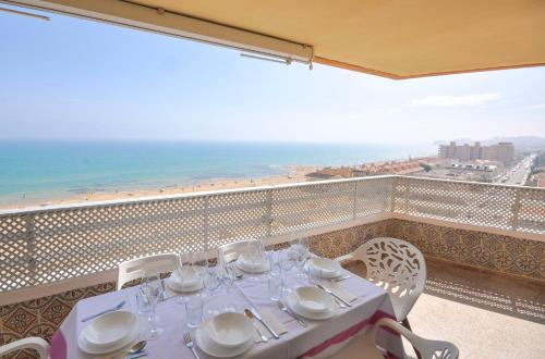7th floor beachfront apartment with stunning views
