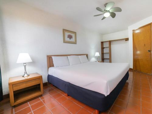 __{offers.Best_flights}__ Collection O La Rinconada Santa Fe