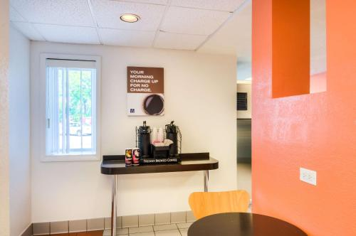 Motel 6-Arlington Heights IL - Chicago North Central - Arlington Heights, IL IL 60005