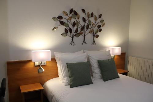 . Logis Hotel De Paris