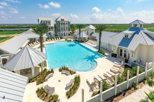 New Listing! Luxe Resort Escape: Pool Golf Beach condo - image 1
