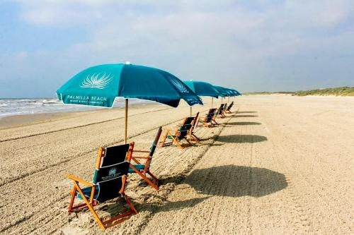 New Listing! Luxe Resort Escape: Pool Golf Beach condo - image 2