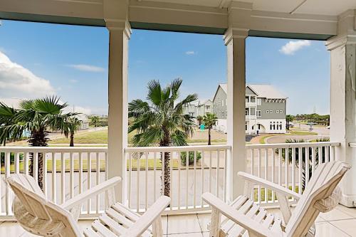 New Listing! Luxe Resort Escape: Pool Golf Beach condo - image 5
